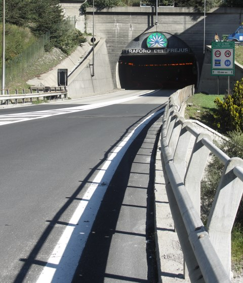 Tunnel - Fréjus, FRANCE - Éclairage - phase travaux